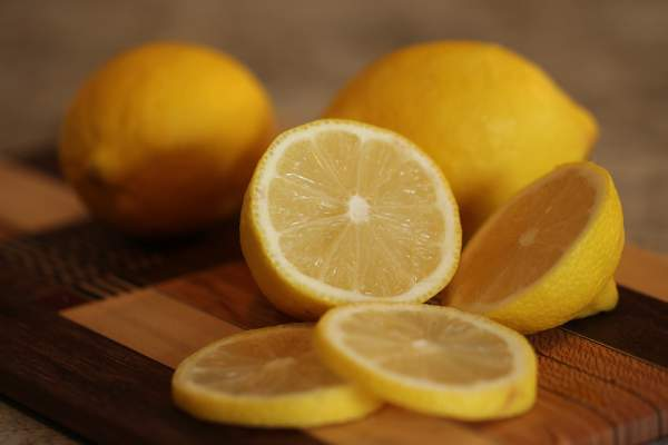 best natural cleaners - lemon