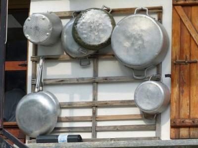 safest cookware material - aluminum