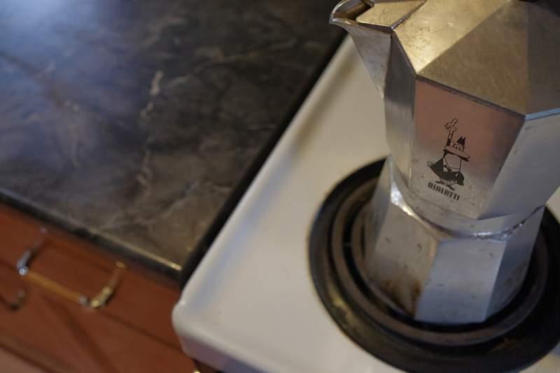 how to use a moka pot step 6