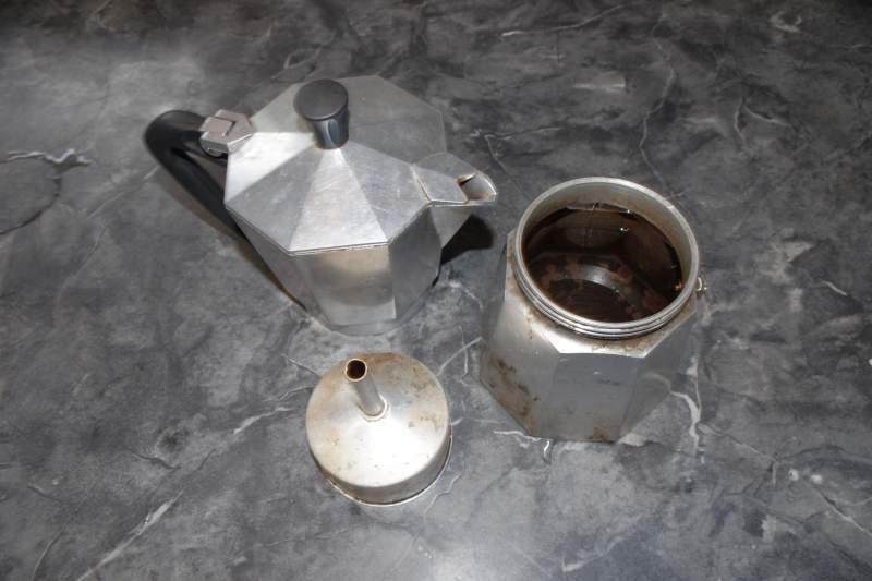 how to use a moka pot step 3
