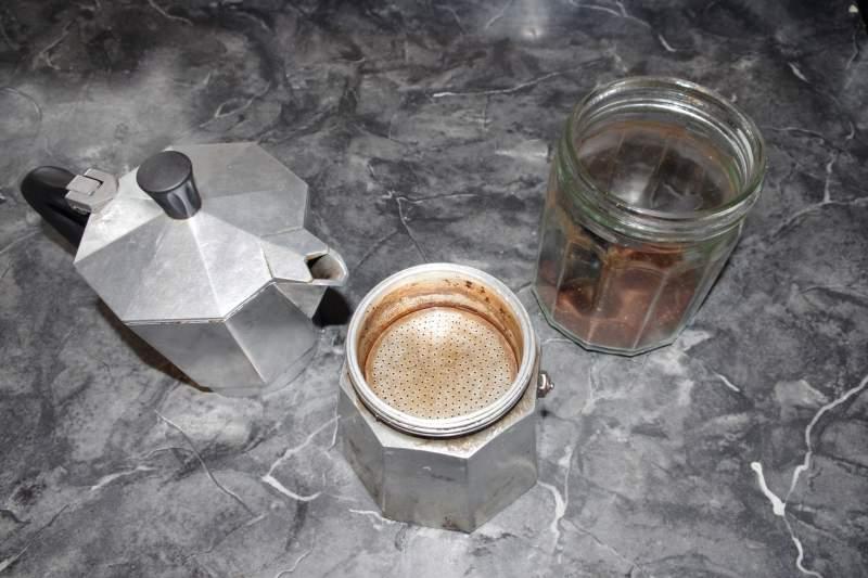 how to use a moka pot step 4